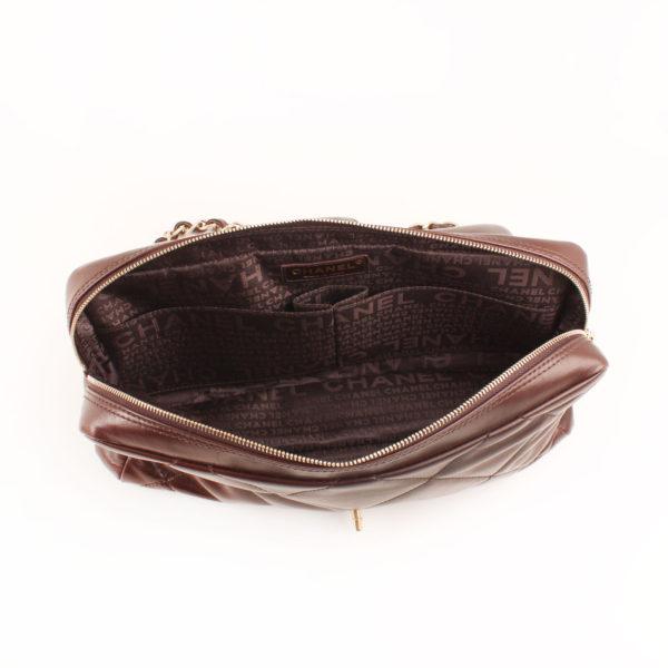 Imagen del forro del bolso chanel maxi quilted marron