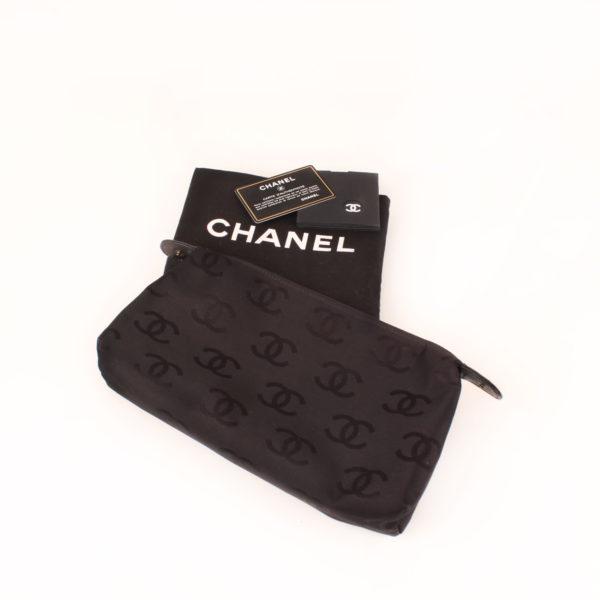 Imagen de los extras del bolso chanel wild stitch black