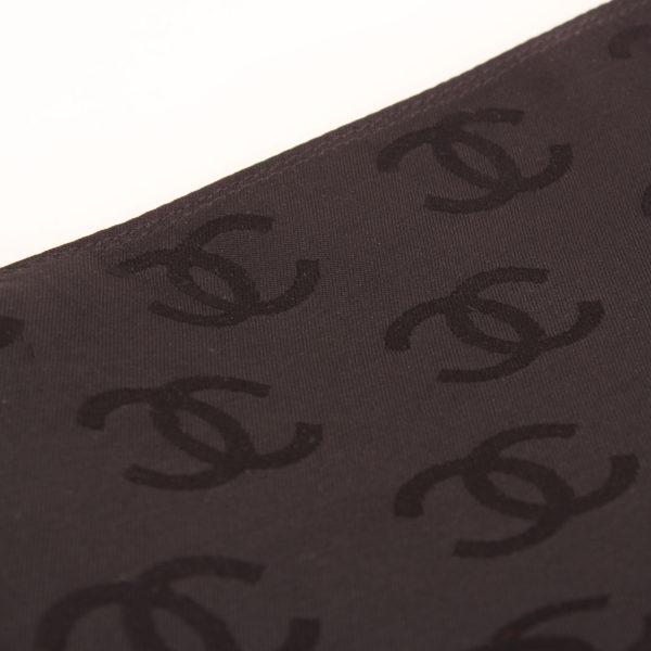 Imagen de detalle del bolso chanel wild stitch black