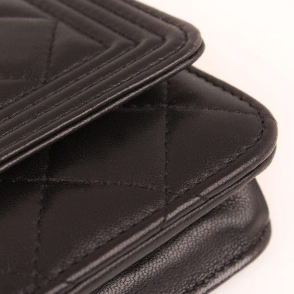 Imagen de la piel del bolso chanel woc negro
