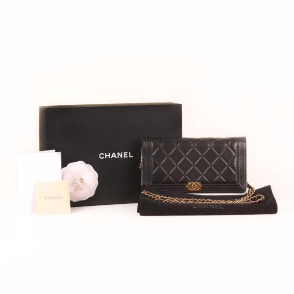 Imagen de los extras del bolso chanel woc negro