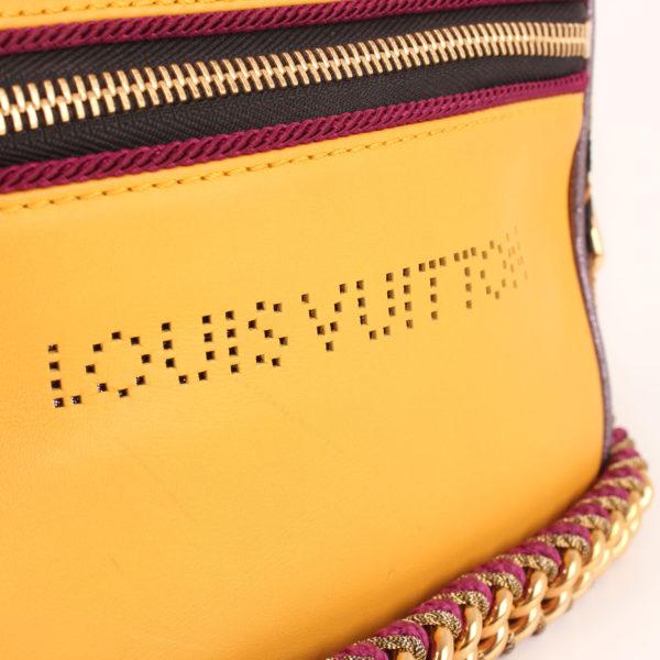 Imagen de detalle del bolso louis vuitton savane