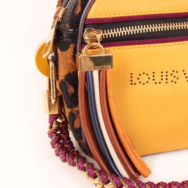 Imagen de los flecos del bolso louis vuitton savane