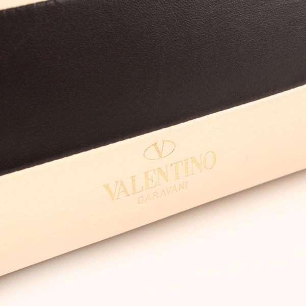 Imagen de la piel del bolso valentino my rockstud