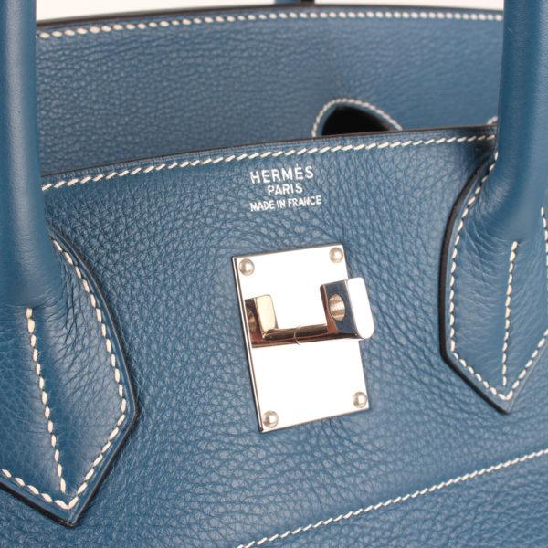 Imagen del herraje de la bolsa hermes HAC azul