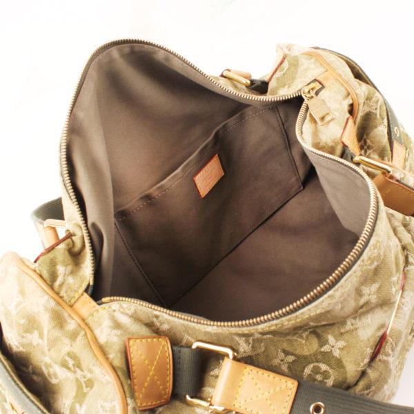 Imagen del interior de la bolsa louis vuitton denim verde