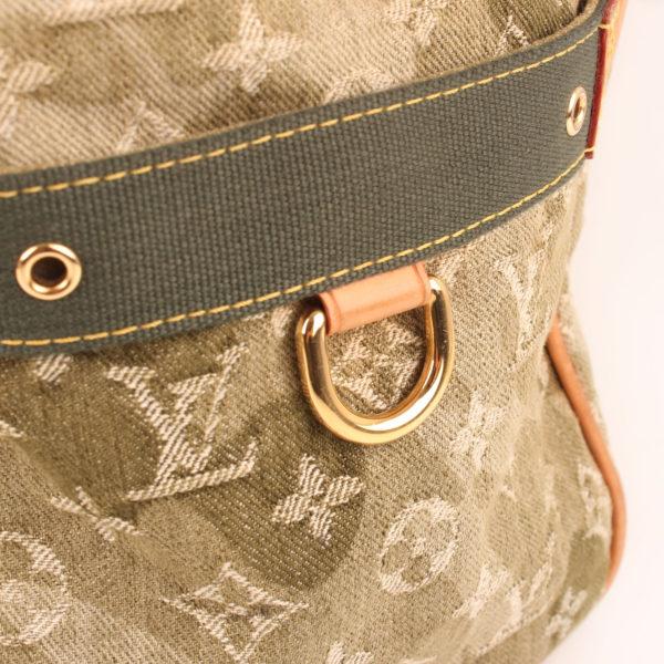 Imagen del detalle de la bolsa louis vuitton denim verde