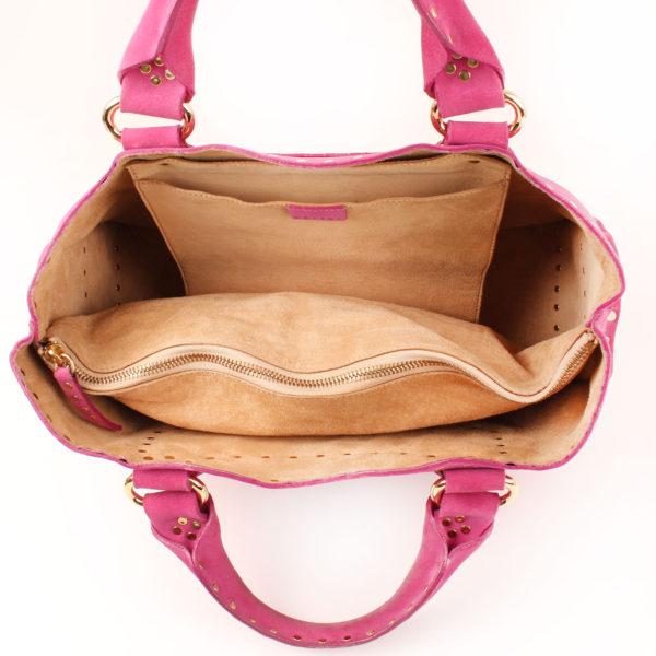Imagen del interior del bolso celine rosa