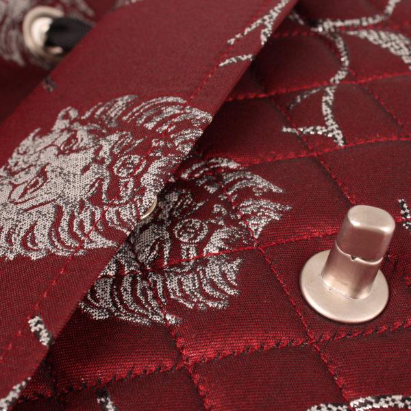 Imagen del detalle del interior del bolso chanel brocade