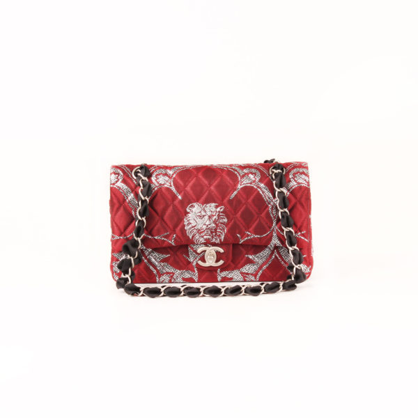 Imagen frontal del bolso chanel brocade