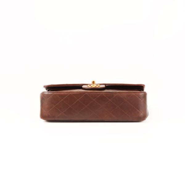 Imagen de la base del bolso chanel double flap marron