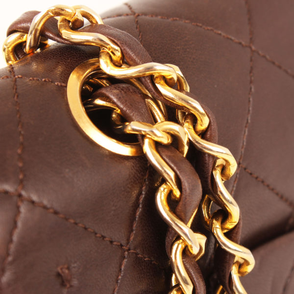Imagen de la cadena del bolso chanel double flap marron