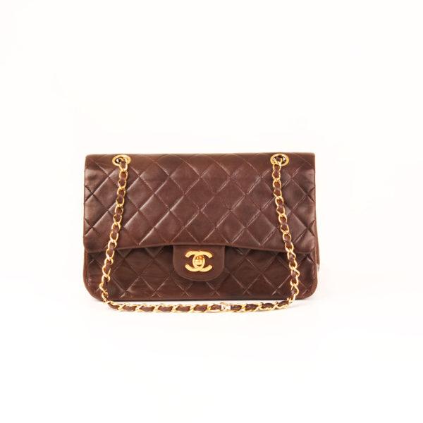 Imagen frontal del bolso chanel double flap marron