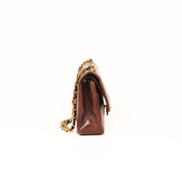 Imagen del lado 1 del bolso chanel double flap marron