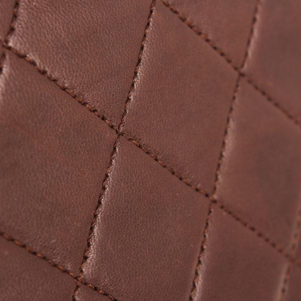 Imagen de la piel del bolso chanel double flap marron