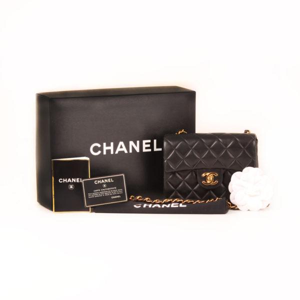 Imagen de los extras del bolso chanel mini single negro