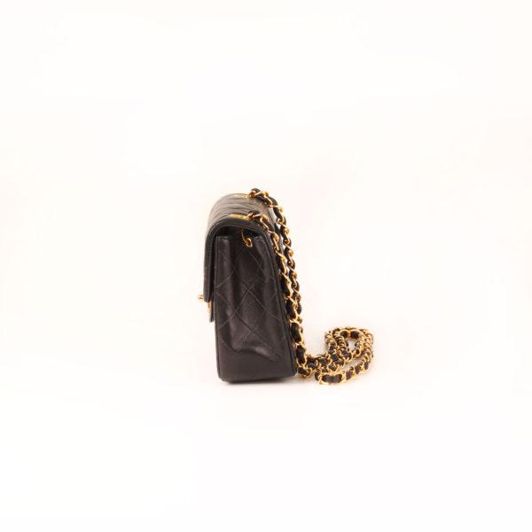 Imagen del lado 2 del bolso chanel mini single negro