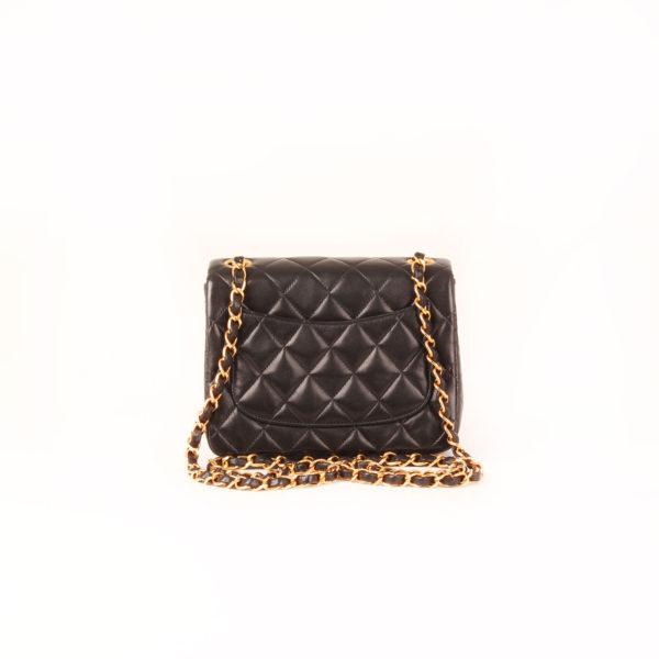 Imagen trasera del bolso chanel mini single negro