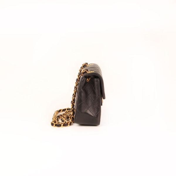 Imagen del lado 1 del bolso chanel mini single negro