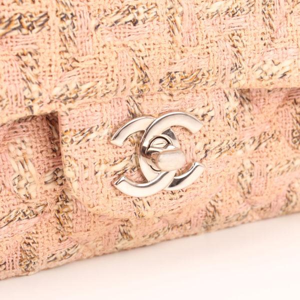 Imagen del cierre del bolso chanel tweed rosa