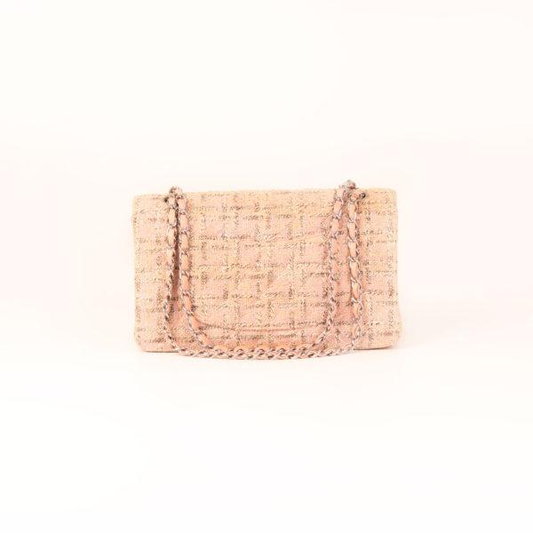 Imagen trasera del bolso chanel tweed rosa