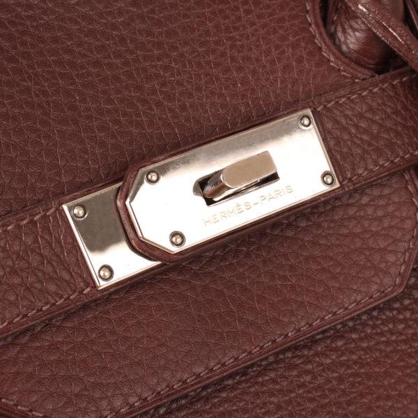 Imagen de los herrajes del bolso hermes shoulder marron