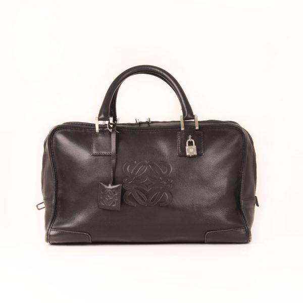 Imagen frontal del bolso loewe amazona negro
