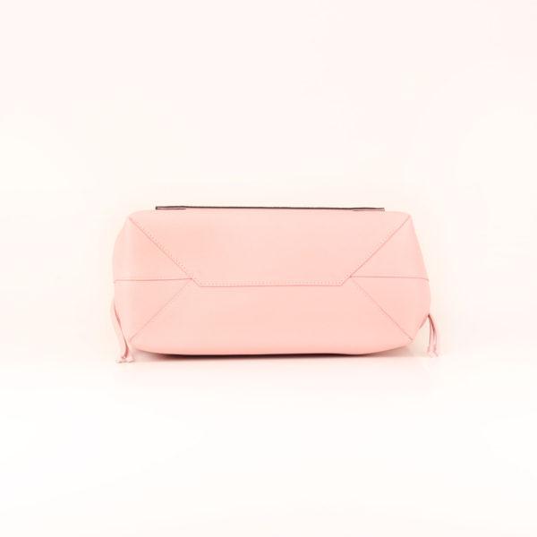 Imagen de la base del bolso lv lockme rosa