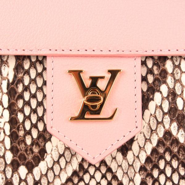 Imagen del cierre del bolso lv lockme rosa