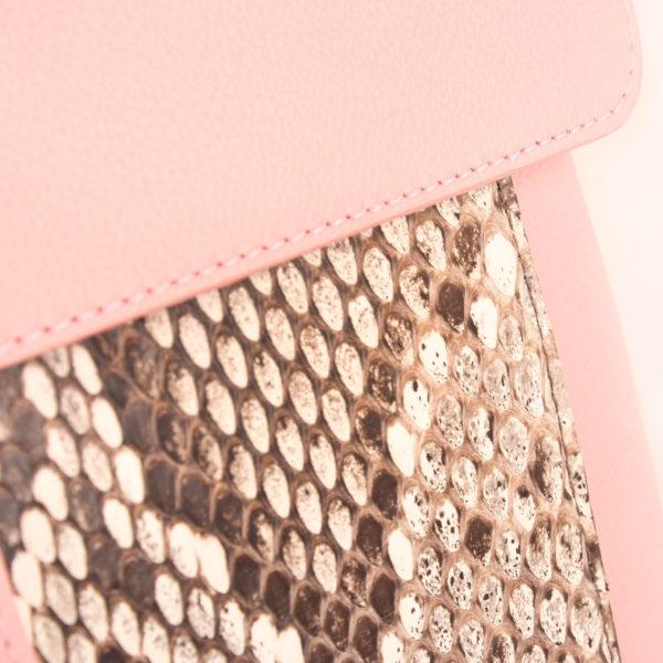 Image de detalle 2 del bolso lv lockme rosa
