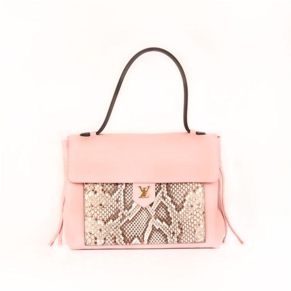 Imagen frontal del bolso lv lockme rosa