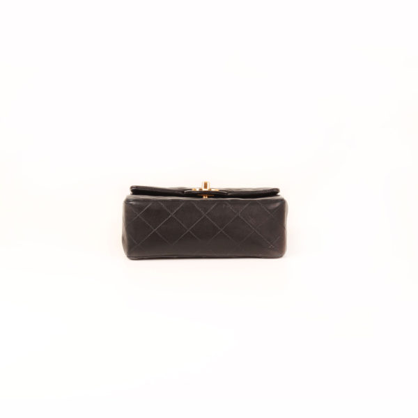 Imagen de la base del bolso chanel mini single negro