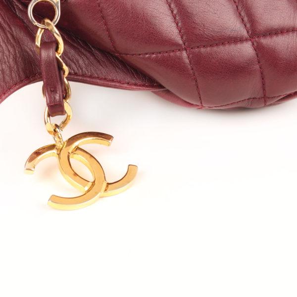 Imagen del logo del rinonera chanel granate