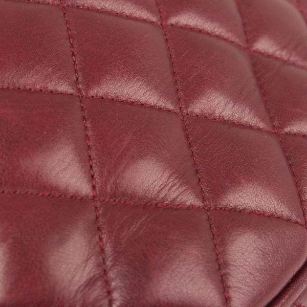 Imagen de la piel de la rinonera chanel granate