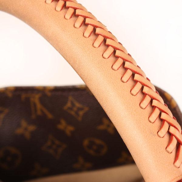 Imagen de las asas del bolso louis vuitton artsy monogram