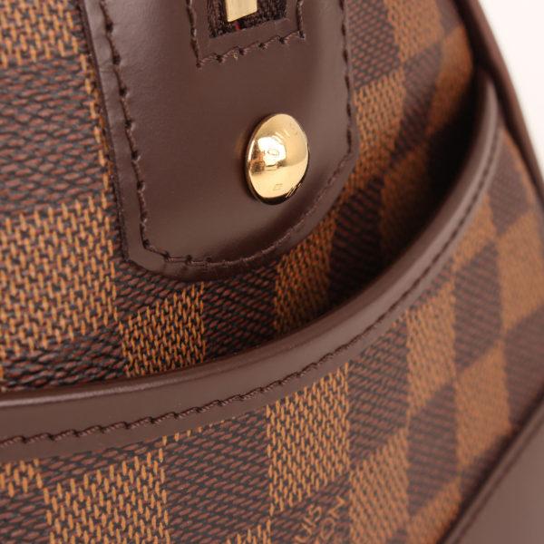 Imagen de detalle del bolso louis vuitton berkeley damier