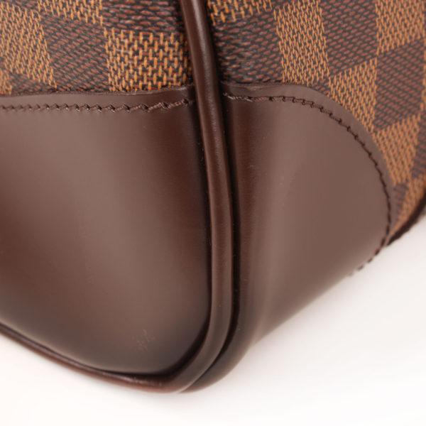 Imagen de la esquina del bolso louis vuitton berkeley damier