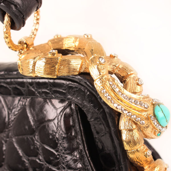 Imagen del detalle 2 del bolso valentino croco negro