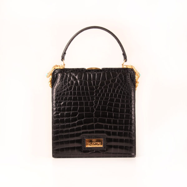Imagen frontal del bolso valentino croco negro