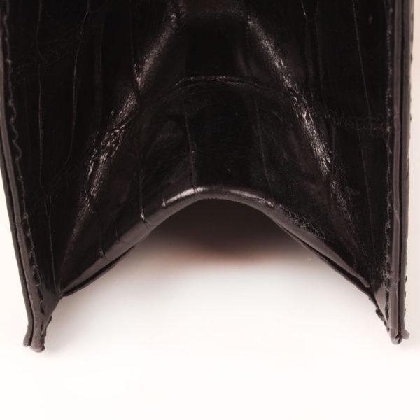 Imagen de la base del bolso valentino croco negro