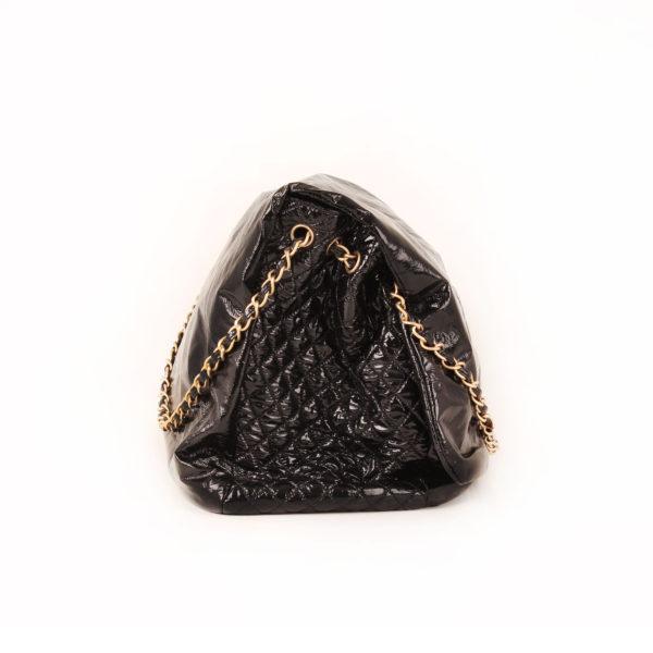 Imagen del lado 1 del bolso chanel patent negro