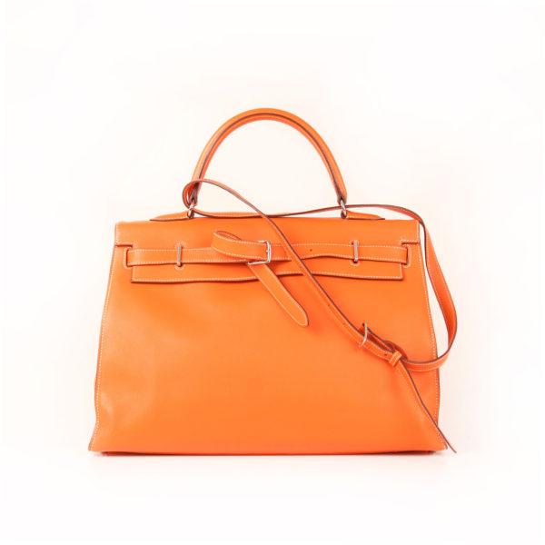 Imagen frontal del bolso kelly flat 35 naranja