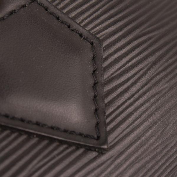 Imagen de la piel del bolso louis vuitton speedy 28 epi negro