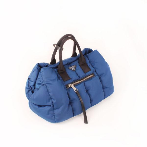 Imagen general del bolso prada bomber azul
