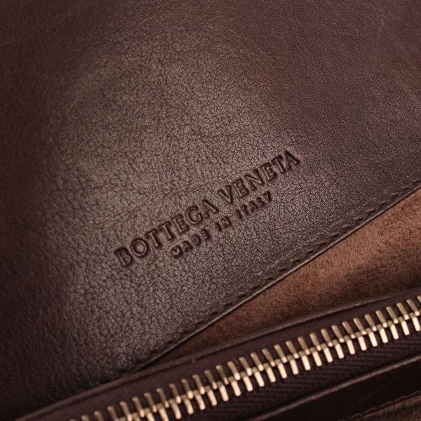 Imagen de la firma del bolso bottega charol