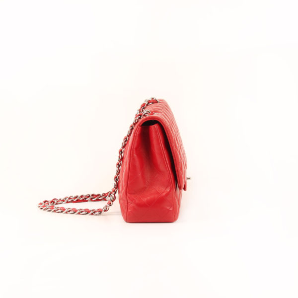 Imagen del lado 1 del bolso chanel jumbo rojo