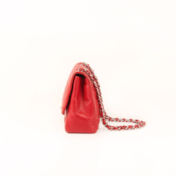 Imagen del lado 2 del bolso chanel jumbo rojo