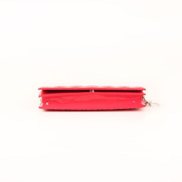 Imagen de la base del bolso dior evening rojo