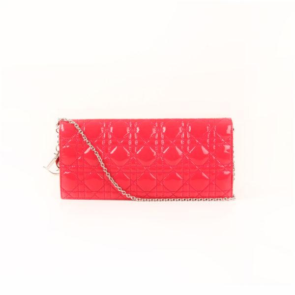 Imagen frontal del bolso dior evening rojo