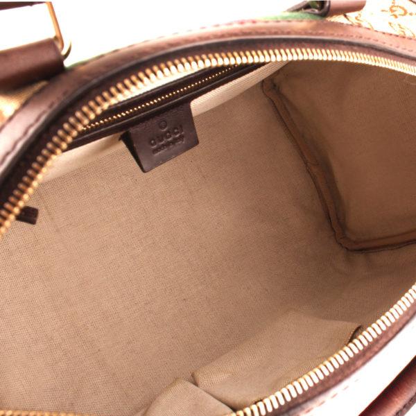 Imagen del interior del bolso gucci boston